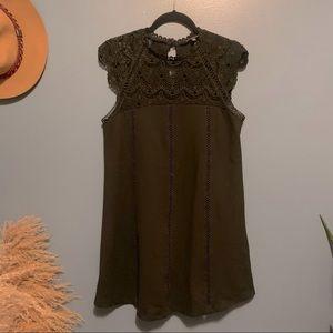 Shinestar lace capped shift dress small